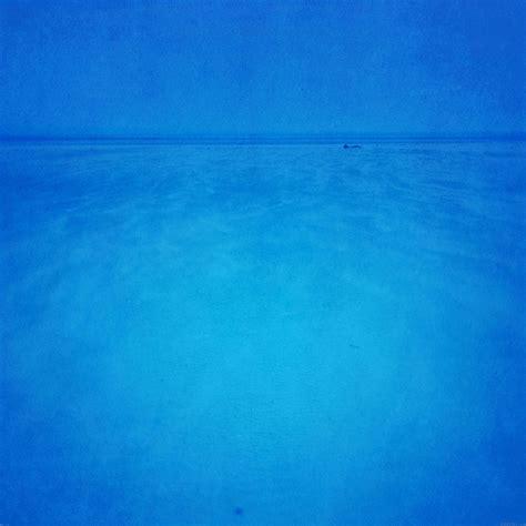 wallpaper samsung biru polos freeios7 mc20 wallpaper blue sea minimal parallax hd