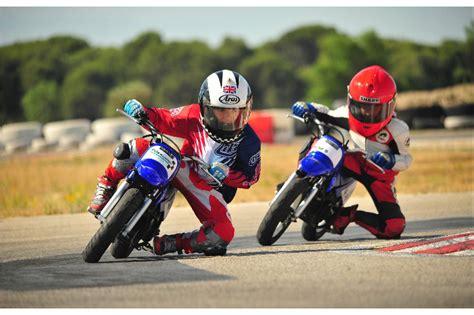 si e moto enfant no 235 l approche le p 232 re no 235 l souhaite offrir une moto pour