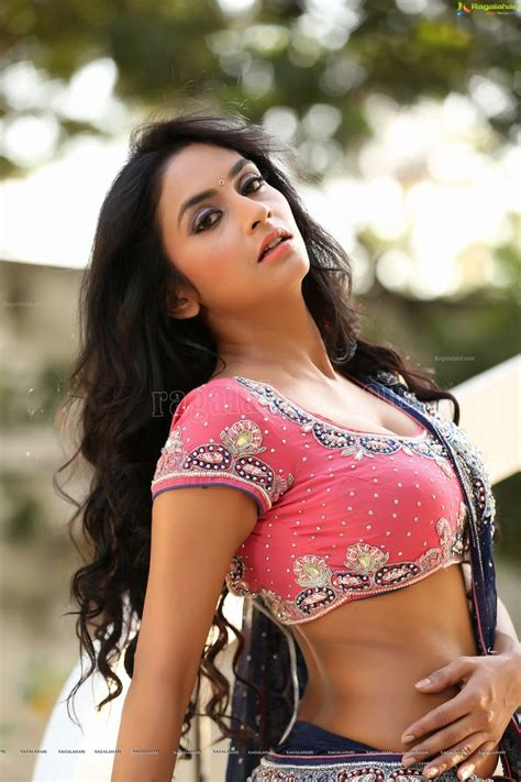 Khanza Jumbo Big Size Exclusive beautiful telugu pooja sree ragalahari exclusive photo shoot saree arena of india