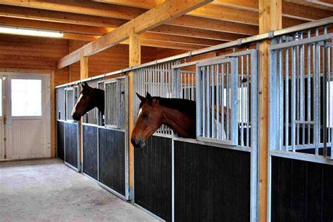 stall pferde pferdestall blockhaus boxen pferdestall bilder