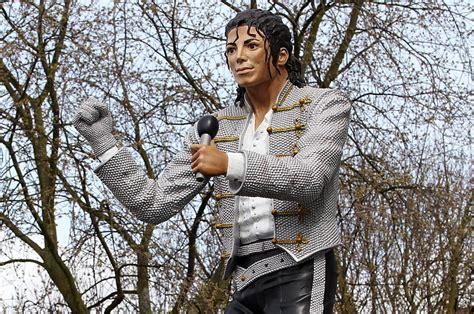 michael jackson statue craven cottage soccer michael jackson statue unveiling craven cottage
