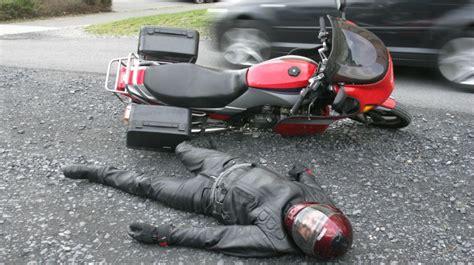Motorrad Fahrer by Unfall Mit Motorrad So Nehmen Sie Den Helm Ab