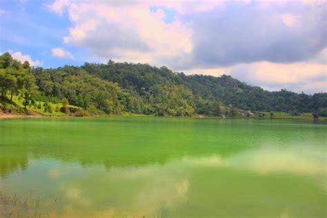 danau linow kecantikan danau  warna  tomohon situs