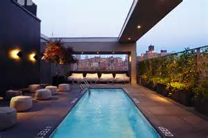Best Roof Top Bars In Nyc by Best Hotel And Rooftop Pools In Nyc You Can Actually Go To