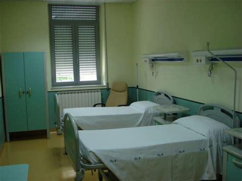 letto da ospedale brindisi staccano un televisore in ospedale per metterlo
