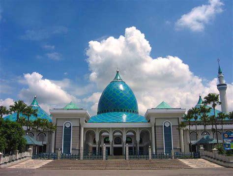 mengintip  masjid termegah  indonesia backpacker jakarta