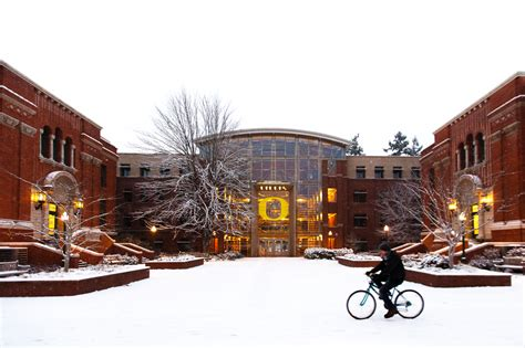 photos snow falls at the university of oregon uwire