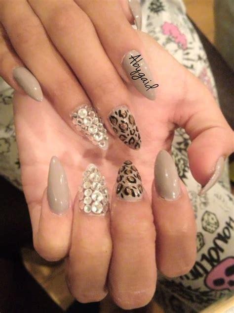 imagenes de uñas acrilicas puntiagudas u 241 as de acr 237 lico con animal print y piedras de swarovsky
