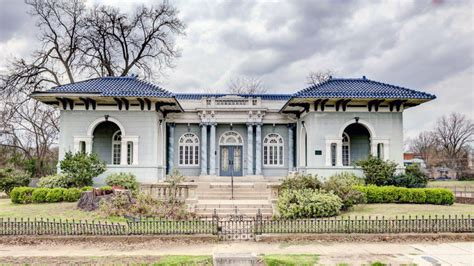 buying a house in mississippi grab a historic mississippi house for an absolute steal 215 000 for vicksburg s