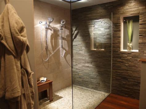zu zweit unter der dusche fliesen aus naturstein f 252 r ihr badezimmer