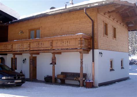 Hausfassade Aus Holz by Fassaden Zimmerei J 246 Chl