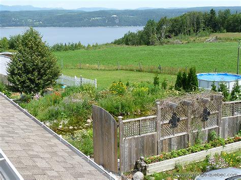 cloture jardin 224 cl 244 ture de jardin en bois avec treillis encadr 233 s id 233 e de