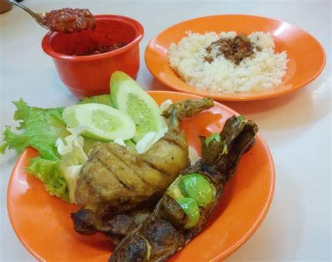 Sambel Pecel Mamiku Masak Gado2 nasi uduk pak jhon puasnya menyantap ayam dan pete goreng plus sambal terasi yang segar