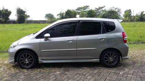 Honda Jazz Vtec At 2006 jual honda jazz vtec at 2006 silverstone km 63rb 100 jt