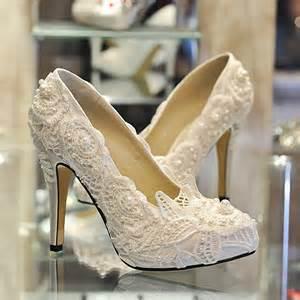 fashionable lace rhinestone wedding shoes 10852280