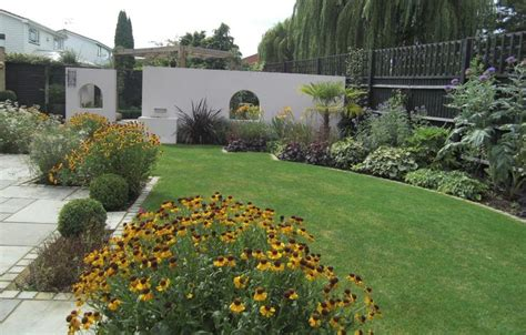 a wide shallow contemporary garden design in windsor berkshire with a walled courtyard screened