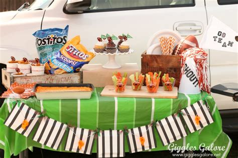 Tailgate Giveaway Ideas - football tailgate party with chinet giveaway