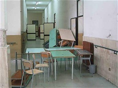 banco di napoli bari sede centrale scuola mancano sedie e banchi i presidi rimediano col