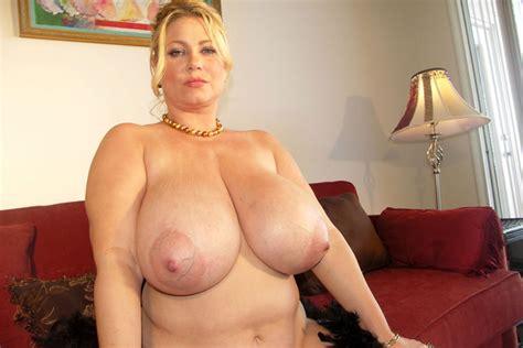 samantha posing in leopard lingerie pichunter
