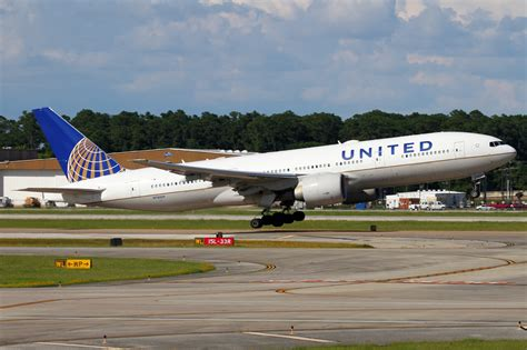 united airline sign in boeing 777 224 er united airlines aviation photo