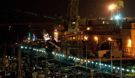 lavorare al porto di napoli incidente di genova 7 i morti accertati