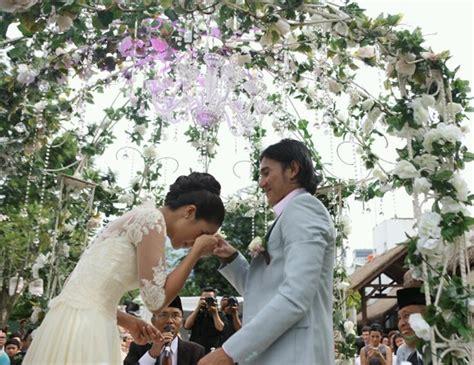 kata romantis di film operation wedding menjadi korban wedding movie nya vino a l f r i n a