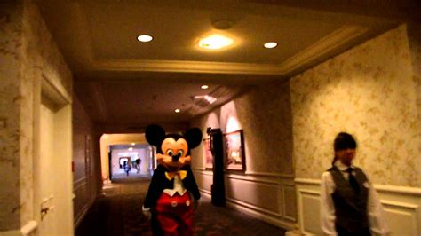 mickey mouse penthouse suite at disneyland thechive mickey mouse in the disneyland hotel youtube
