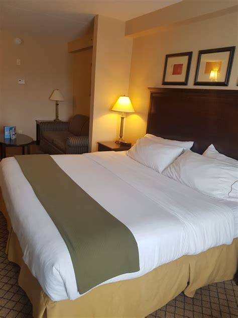 holiday inn express bedding mom who runs a blog about food travel toronto