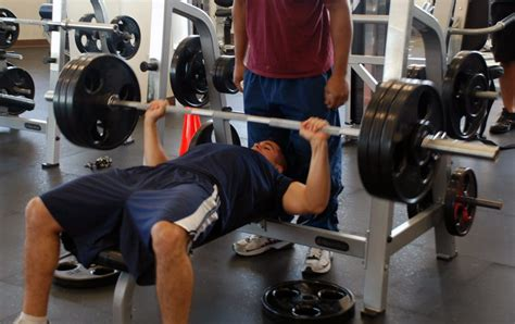 how to maximize bench press how to increase your barbell bench press weight training gude