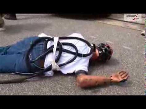 Motorradunfall Helm by Udv Crashtest Fahrradunfall Mit Und Ohne Fahrradhelm