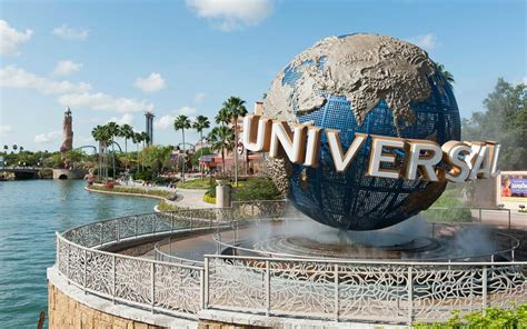 theme park jobs in orlando universal orlando is hiring for 3 000 jobs and perks