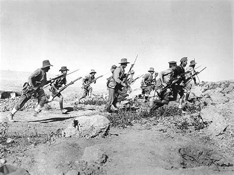 ottoman forces wwi anzac soldiers advance against ottoman forces at