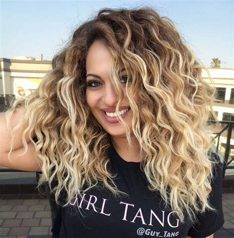 14 Tips For Curling Hair by Best 25 Highlights Curly Hair Ideas On Ombre