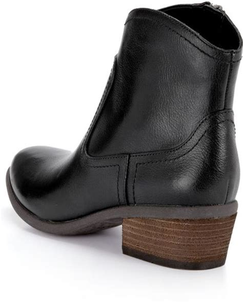 clarks clarks moonlit cool leather ankle boots in black