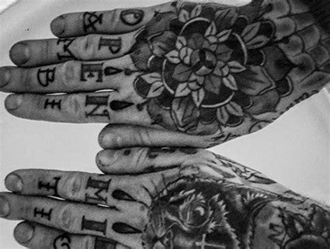 tattoo am finger verblasst wie lange finger tattoos in letzter verblasst und