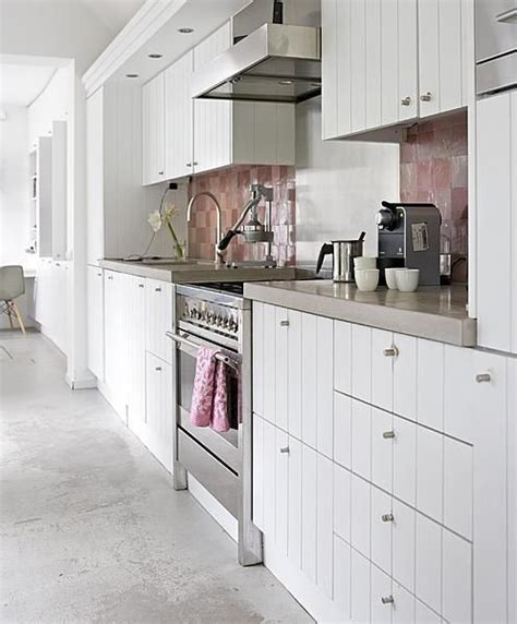 Pink Tiles Kitchen by White Kitchen With Pink Tiles Vtwonen Keuken