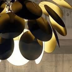 rosace plafond 1413 suspension discoco noir et or 216 68cm marset