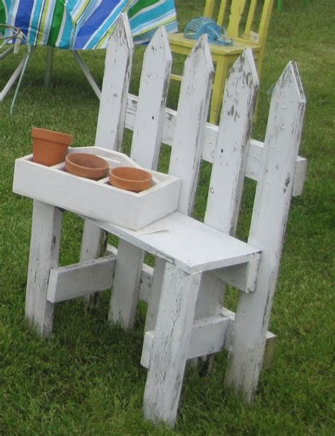 picket fence bench 1000 ideas about picket fence garden on pinterest picket fences garden arbor and