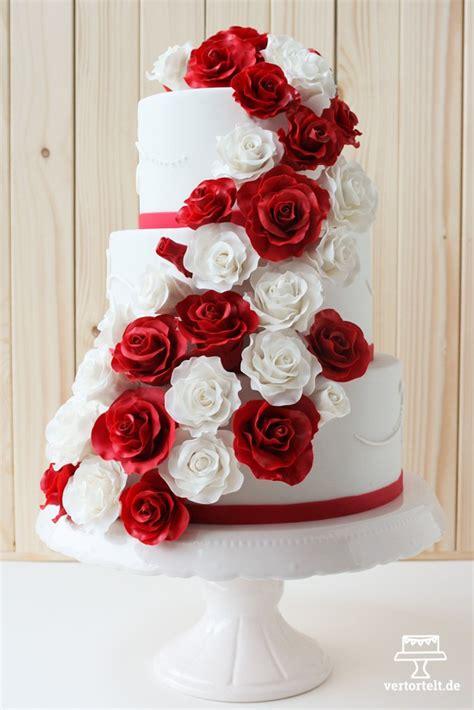 Hochzeitstorte Rot by Hochzeitstorte Mit Zuckerrosen Aus Bl 252 Tenpaste Vertortelt