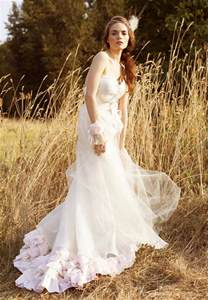 wedding dresses for a fall wedding tips for fall wedding dresses 2016