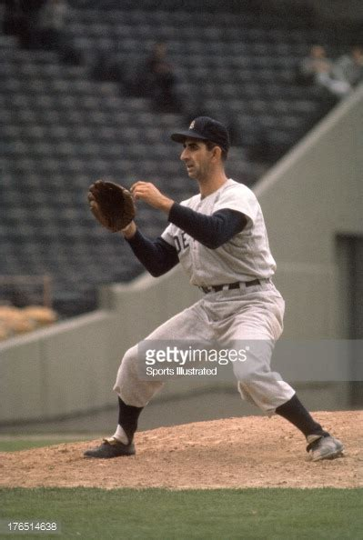 fox 2 detroit news desk phone number detroit tigers terry fox in action pitching vs boston red