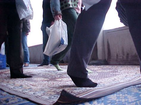 taking shoes off in house etiquette mosque rules and etiquette for tourists