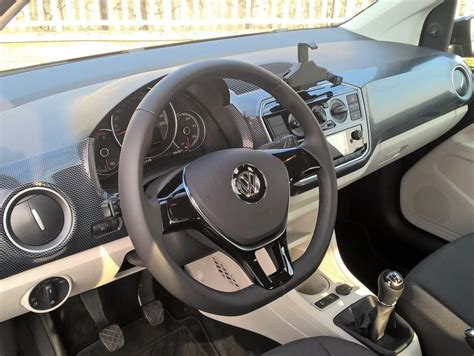 interni volkswagen up volkswagen up 1 0 mpi move 60cv prova su strada
