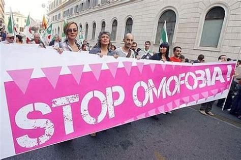 sedano allegro roma omofobia immagini dal web