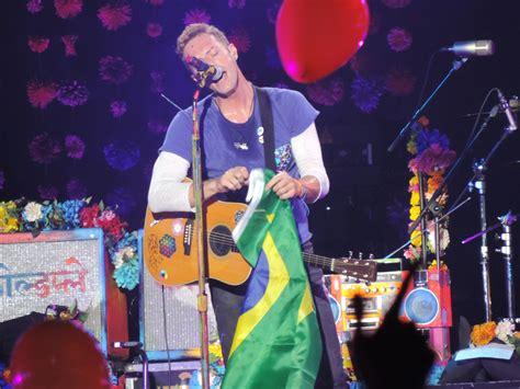 coldplay brasil coldplay em s 227 o paulo espet 225 culo cheio de luzes cores