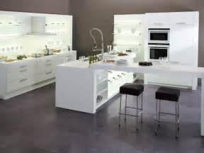 cuisine blanche avec 238 lot central ixina