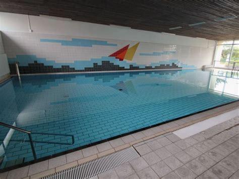 schwimmbad im haus kosten kosten schwimmbad im haus haus mit schwimmbad 15 tolle