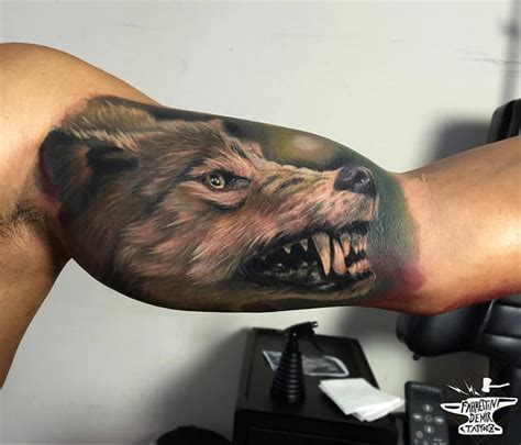 snarling wolf on guys bicep best tattoo design ideas