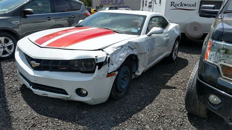 wrecked camaro left side damage 2010 chevrolet camaro lt coupe repairable