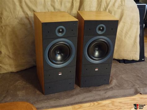 beautiful speakers b w matrix 2 speakers in beautiful walnut finish